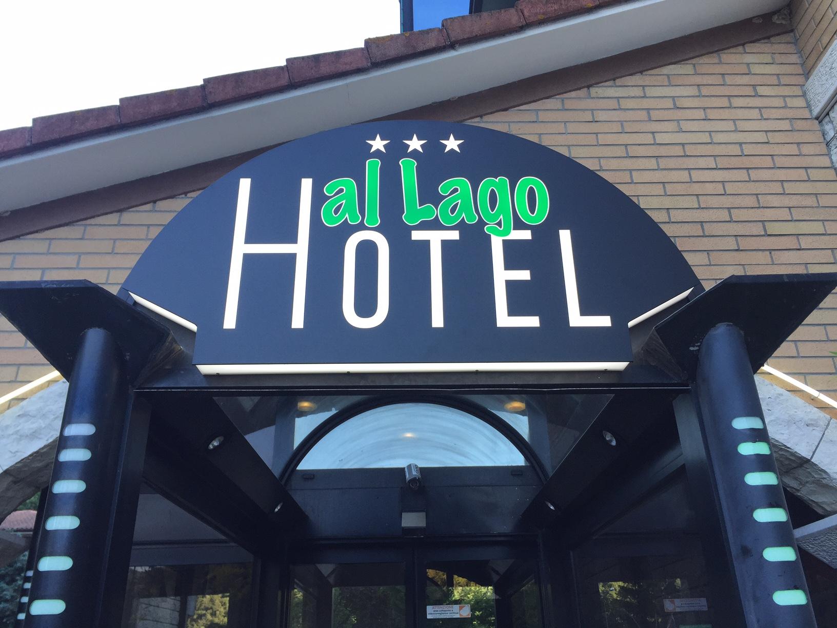 Publi in Insegna Luminosa hotel al lago